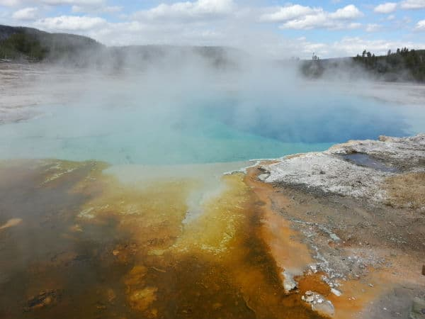 yellowstone-hotspring